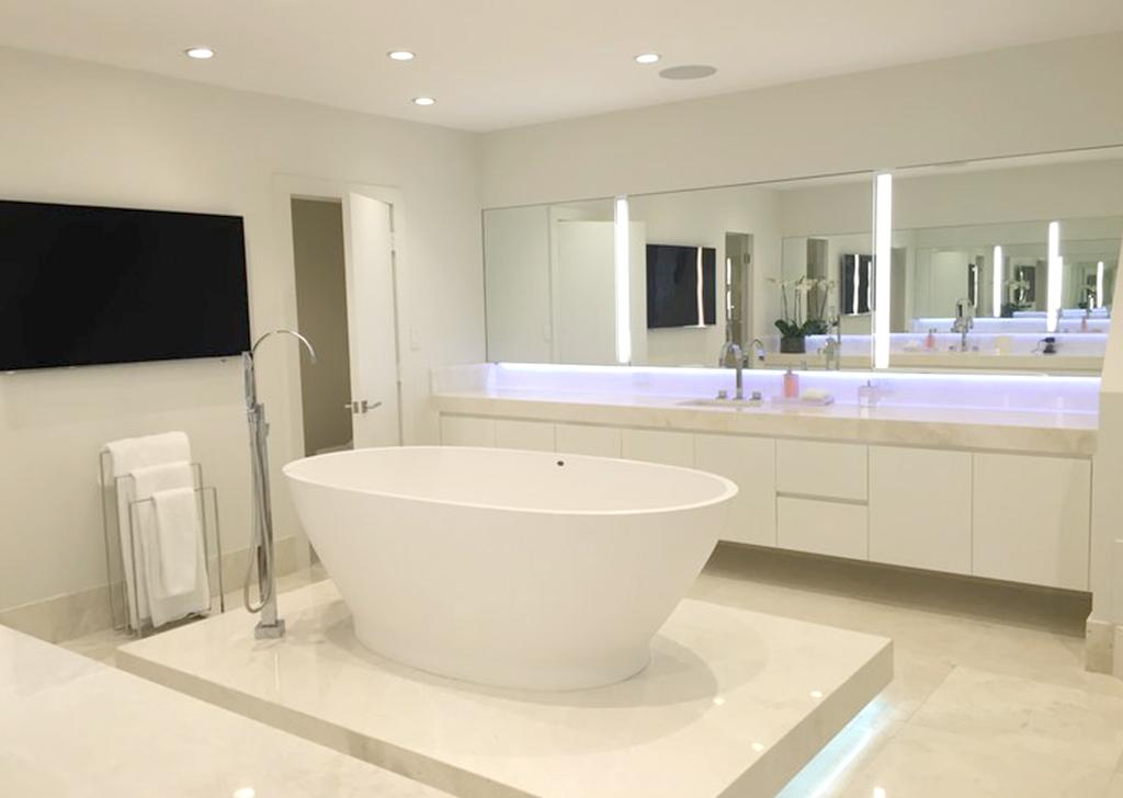 white lacquer vanity